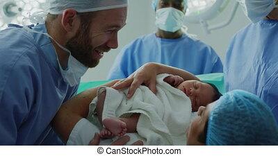 paar, hun, baby, het kijken, ziekenhuis, kaukasisch, close-up, pasgeboren