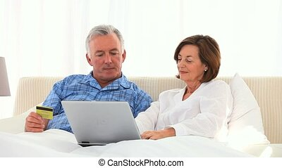 paar, kaart, internet, gebruik, krediet, gepensioneerd