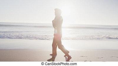 paar, kaukasisch, het genieten van, tijd, strand