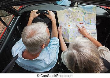 paar, middelbare leeftijd , aanzicht, lezende , bovengronds, kaart