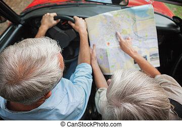 paar, middelbare leeftijd , aanzicht, lezende , feestdagen, bovengronds, kaart