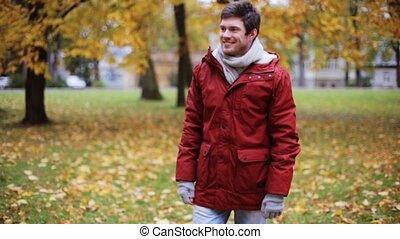 paar, park, jonge, herfst, vergadering, vrolijke