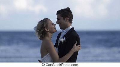 paar, t, schattig, omhelzen, newlywed