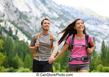 paar, vrolijke , hikers, wandelende, yosemite