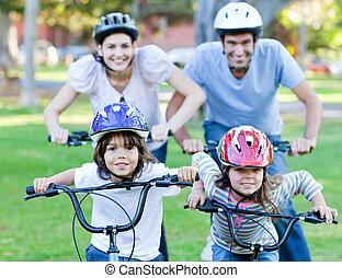 paardrijden, gelukkige familie, fiets