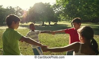 park, kinderen spelende