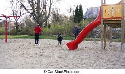park, spelend, gezin