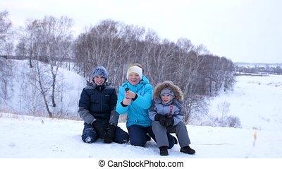park., vreugde, firecracker., gezin, confetti, spruiten, gelach, wandelingen, park, family., winter