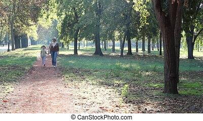 park, wandelende, dochter, moeder