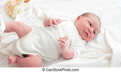 pasgeboren baby, aankleding