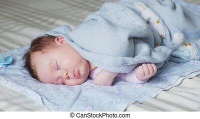 pasgeboren baby, bed, slapende