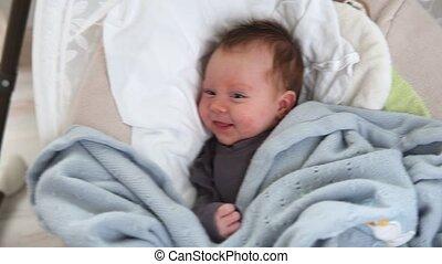 pasgeboren baby, wiegje, ligt