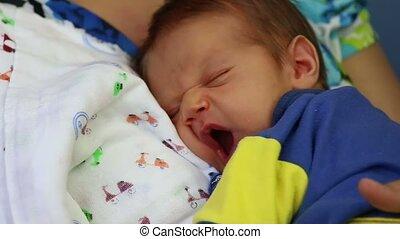 pasgeboren baby, yawning, jongen