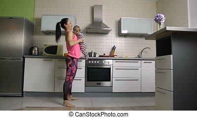 passen, hurkzit, vrolijk, mamma, baby, thuis