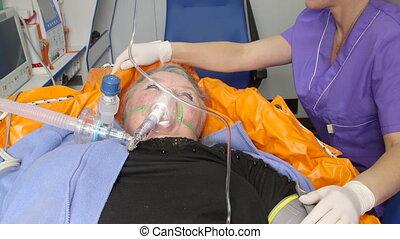 patiënt, noodgeval, medisch, vrouwlijk, ambulance, senior, krijgen, geavanceerd, care