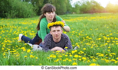 picknick, weide, gezin, jonge, hebben, vrolijke