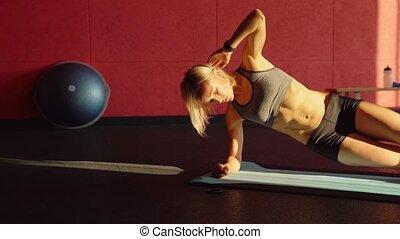 plank, workout, over, video, bovenkant, dit, fitness, mat., vrouw, abdominaal, blauwe