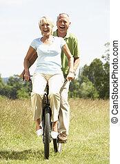 platteland, paardrijden, paar, fiets, middelbare leeftijd