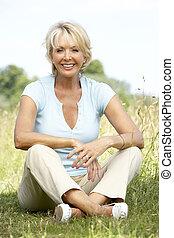 platteland, verticaal, vrouw, middelbare leeftijd , zittende