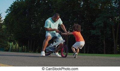 plezier, afrikaan, paardrijden, geitje, fiets, hebben, gezin