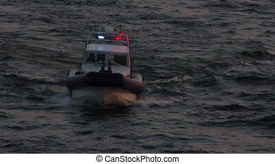 politieboot, schemering