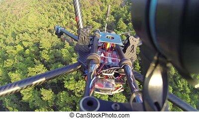 quadcopter, 150, over, vertragen, gecontroleerd, botsingen, motion., boompje, free-falls, dennenboom, voetjes, height., neuriën, bos, takken, ver, bos