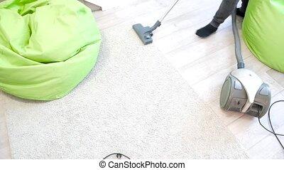 reinigingsmachine, poetsen, vacuüm, thuis, tapijt, man