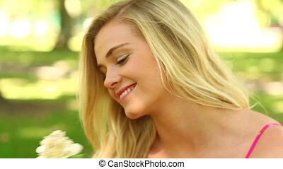 relaxen, mooi, park, blonde