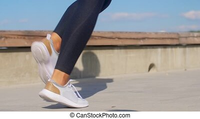 rennende , jonge, buitenshuis, voetjes, vrouw