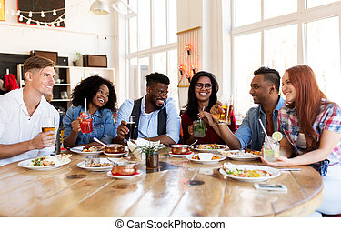 restaurant, vrolijke , eten van drinken, vrienden