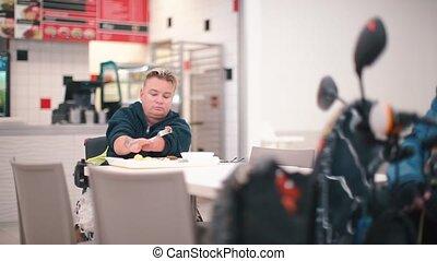 restaurant., vrouw, zonder, etentje, handen, hebben