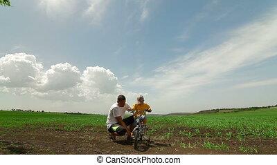 rijdende fiets, gezin, vrolijke