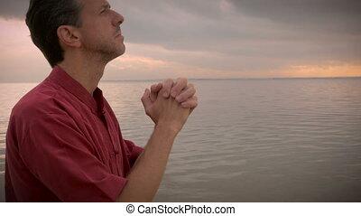 rijzen, grit, zon, handheld, oceaan, biddend, boog, man
