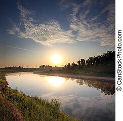 rivier landschap, zonopkomst
