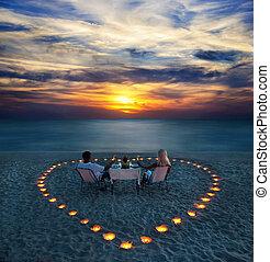 romantisch paar, aandeel, jonge, diner, strand