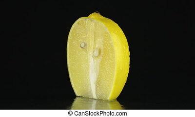 ronddraaien, citroen, zwarte achtergrond, helft