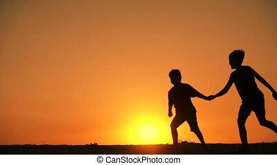 runniing, jongens, silhouette, drie, ondergaande zon
