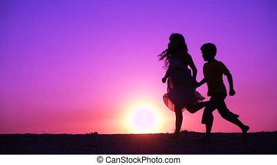 runniing, ondergaande zon , geitjes, silhouette, twee