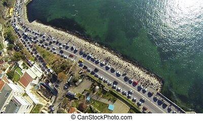 salacak, luchtopnames, boven, auto's, straat., istanbul., kust, camera., verkeer, geparkeerd, weg, auto, langs, oog, uskudar, vogels, aanzicht