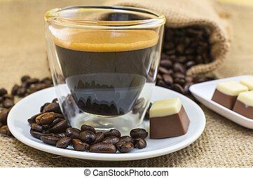 schaaltje, koffie, pralines, espresso, crema, fris