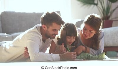 schattig, dochter, gezin, vloer, ouders, kind, tekening, vrolijke
