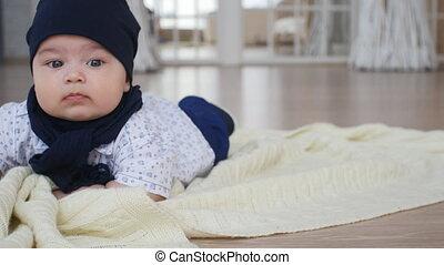 schattig, jongen, deken, dons, baby, het liggen