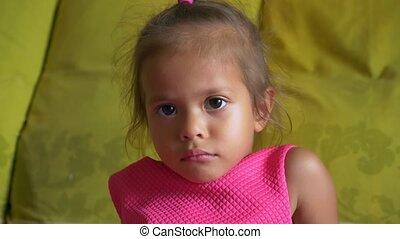schattig, klein meisje, closeup, aziaat, verticaal, slecht