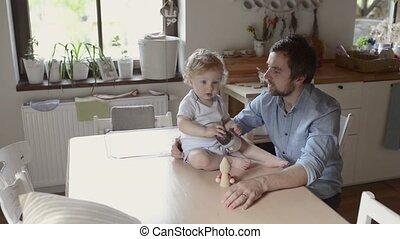 schattig, weinig; niet zo(veel), zijn, vader, jonge, son., thuis