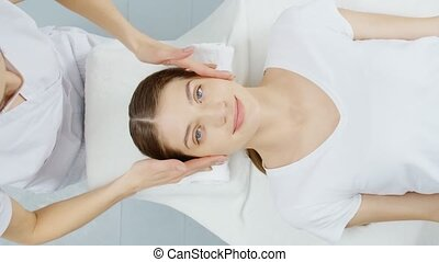 schoonheidspecialist, wang, massage., professioneel, voorhoofd