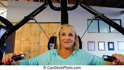 senior, borst pers, machine, oefening, 4k, vrouw