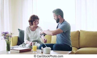 senior, visit., gedurende, gezondheid bezoeker, vrouw, thuis