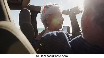 senior, zittende , paar, auto