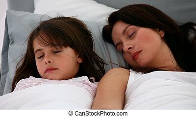 sereen, slapende, dochter, moeder