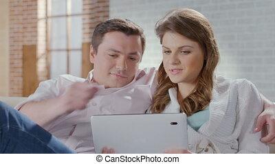 shoppen , zakelijk, gezin, vrouw, online, home., opgewekte, echtgenoot
